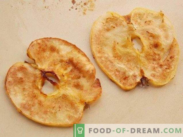 Dessert con zuppa di mele e patatine fritte