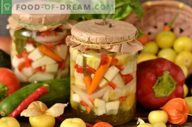 Marinuoti cukinijos su svogūnais, pipirais ir Physalis