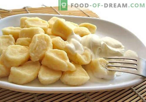 Geriausi receptai - sūrio koldūnai. Kaip tinkamai ir skaniai virti tradicinius ir tingus koldūnus su varške namuose.