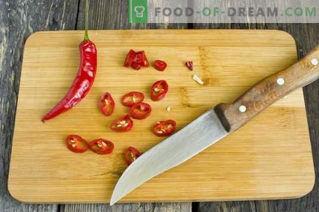 Naminiai ketchupai, pagaminti iš šviežių pomidorų ir paprikų