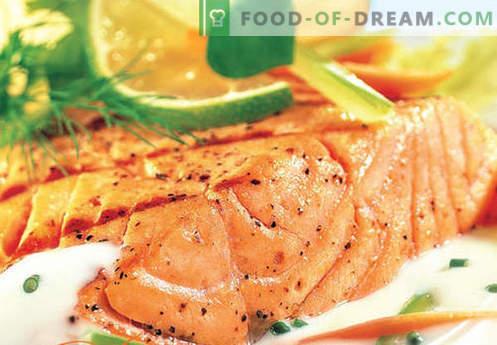 Lašiša grietinėlės padaže - geriausi receptai. Kaip tinkamai ir skaniai virti lašišos grietinėlės padaže.