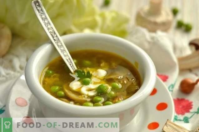 Vištienos sriuba su žirneliais ir grybais