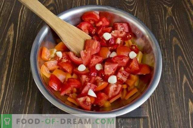 Cukinija su morkomis, troškinta daržovių padaže, žiemai