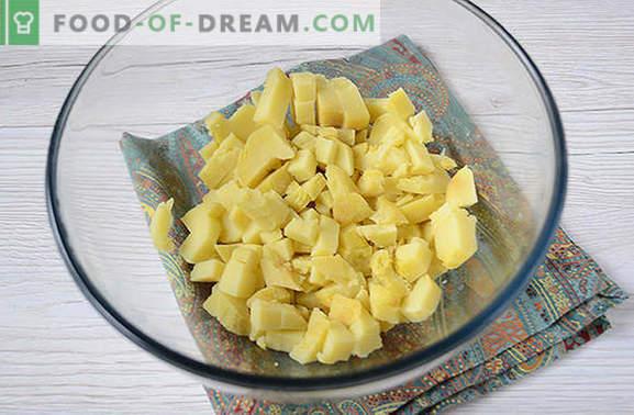 Bulvių salotos su grybais - pilnas patiekalas vasaros pietums ar vakarienei. Laipsniškas foto receptas bulvių salotoms su grybais