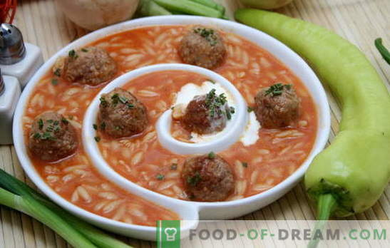 Sriuba su mėsos riešutais ir ryžiais yra puikus atradimas skaniems pietums. Mėsos ir ryžių sriubos receptai