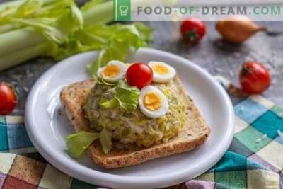 Simpele en smakelijke kabeljauwlever salade met gouden rijst