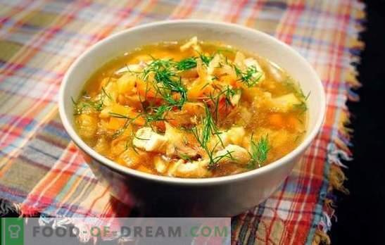 Raugintų kopūstų sriuba su kiauliena yra rusų patiekalas visam laikui. Receptai kopūstų sriubai, pagaminti iš raugintų kopūstų su kiauliena, grybais, pupelėmis, soromis