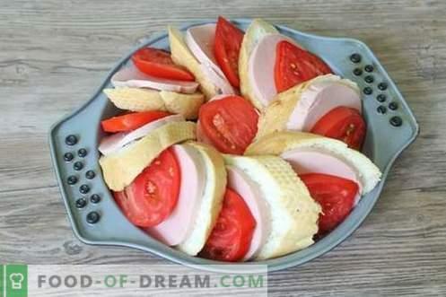 Užkandžių pyragas su duona, sūriu ir dešra