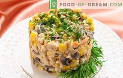 Salotos su pievagrybiais ir vištienos krūtinėlėmis: sezono hit! Geriausi autoriaus receptai ir originalus salotų tiekimas su grybais ir vištiena