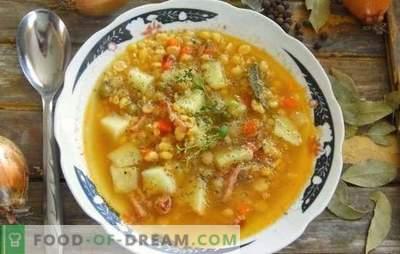 Žirnių sriuba su kiauliena yra tradicinis visų laikų patiekalas. Receptai stori, turtingas žirnių sriuba su kiauliena