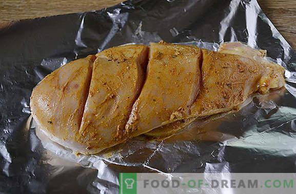 Vištienos filė folijoje lėtoje viryklėje: didelis baltymų kiekis ir mažai kalorijų turintis patiekalas. Diversifikuokite mitybą - kepkite plėvelės krūtinę lėtoje viryklėje!
