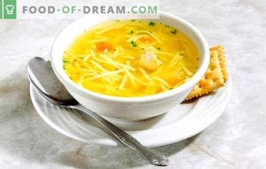 Vištienos makaronų sultinys - lengva sriuba. Geriausi vištienos makaronų sultinio receptai: giblets, kiaušinis, sūris, pomidorai