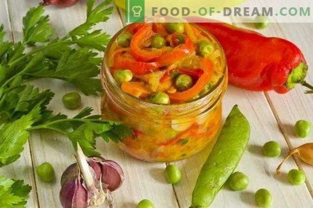 Saldžiosios pipirų salotos su cukinijomis ir žirneliais