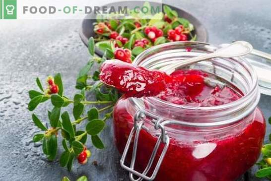 Cranberry jelly is a new way to combat vitamin deficiency. Delicious and healthy cranberry jelly recipes are simple and easy!
