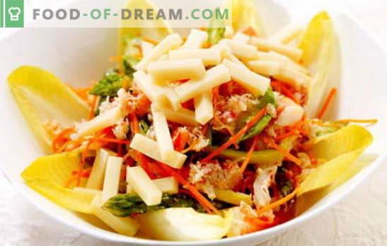 Korėjos morkų salotos ir krekeriai: receptai. Maisto gaminimas namuose - skanūs ir gausūs salotos su Korėjos morkomis ir krekeriais