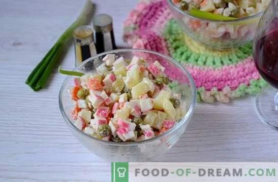 Salotos su krabų lazdelėmis ir žaliais žirneliais: universalus atostogų ir darbo dienų receptas. Laipsniškas receptas salotoms su krabų lazdelėmis ir žirneliais virti (nuotrauka)