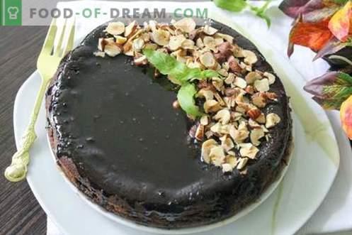 Šokoladinis cupcake su šokolado glazūra ir lazdyno riešutais