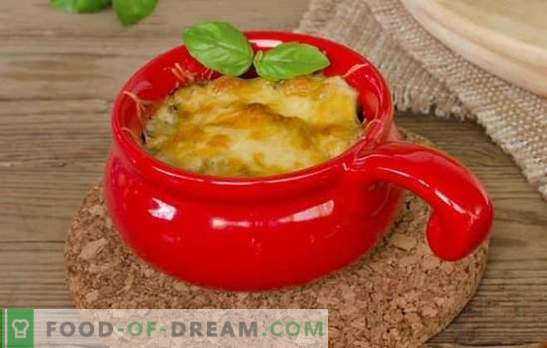 Švelnus sūrių puodų Julienne iš šviežių grybų. Paprastas ir skanus maistas - julienne puodelis