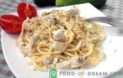 Vištienos makaronai su grietinėlės padažu - idealiai tinka pietums ar vakarienei. Geriausių makaronų su vištiena receptų kreminiu padažu pasirinkimas