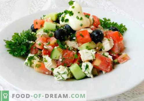 Salotos su alyvuogėmis - geriausių receptų pasirinkimas. Kaip tinkamai ir skaniai virti salotų su alyvuogėmis.