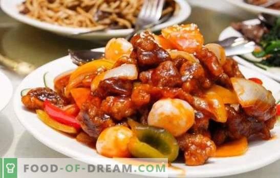 Kvapiosios troškiniai ir kepsnys yra troškintos daržovės su mėsa lėtoje viryklėje. Virti bet kokios rūšies mėsos su daržovėmis lėtoje viryklėje