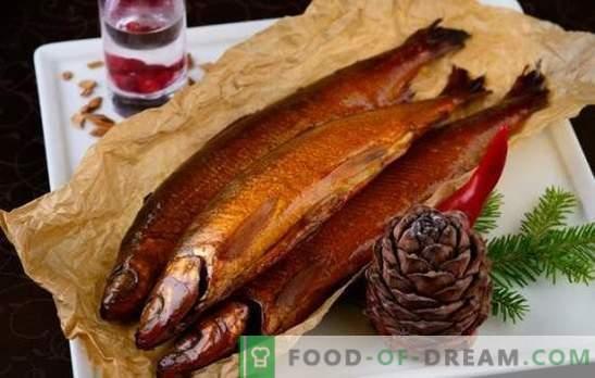 Vyno ir citrusinių vaisių užrašai karštai rūkytuose marinatuose. Žuvies ir mėsos kepimas karštai rūkytu marinatu