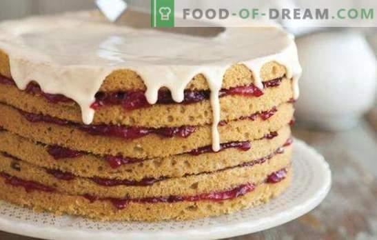 Una torta fatta con torte di pan di Spagna già fatte - elementari! Ricette per frutta, nocciole, torte al cioccolato di pan di spagna precotti