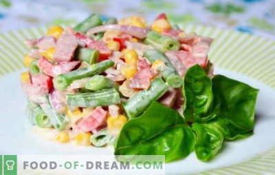 Salotos su kumpiu ir kukurūzais: paprastos arba dribsniai? Paprasti ir sudėtingi receptai salotoms su kumpiu ir kukurūzais gaminti