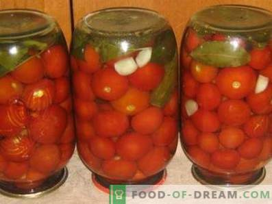 Salted tomatoes for the winter in banks