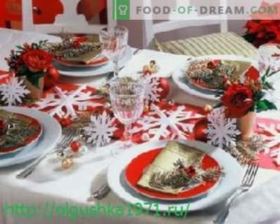 Skanios salotos ir užkandžiai šventiniams Naujųjų metų stalas